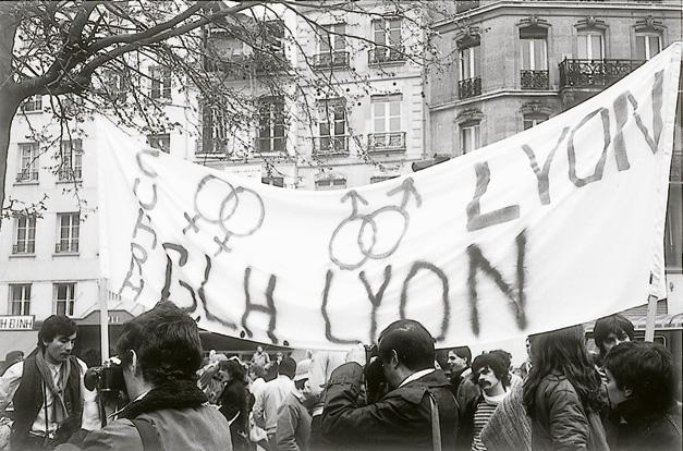 Marche nationale pour les droits et libertés des homosexuels et lesbiennes, Paris, 4 avril 1981. Photo Michel Chomarat. Lyon, Bibliothèque Municipale : Fonds Chomarat