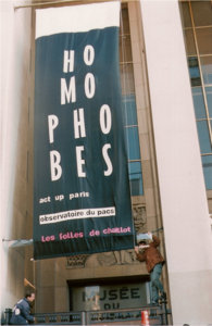 banderole-homophobe-act-up-paris-manif-anti-pacs-1999-300